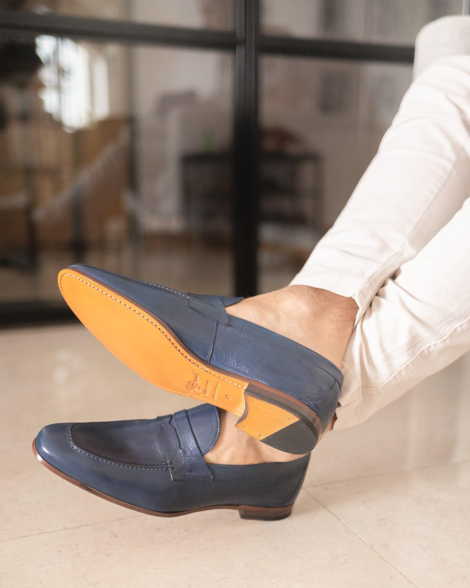 Loafers para homem - modelo Penny Loafer azul; em pele macia